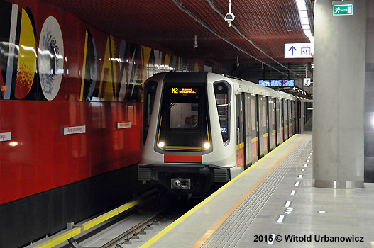 Druhá linka Varšavského metra uvedená do provozu 8. 3. 2015.